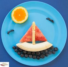 Fun food art Watermelon Boat - Fun, healthy, creative food for kids big and small Finger Foods For Kids, Healthy Snacks For Kids, Food Art For Kids, Cooking With Kids, Food Kids, Toddler Meals, Kids Meals, Cute Food, Good Food