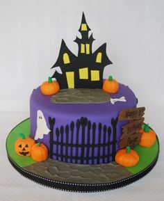 Paige's Birthday – Haunted House Halloween Desserts, Halloween Cupcakes, Bolo Halloween, Halloween Birthday Cakes, Healthy Halloween Treats, Cheesecake Speculoos, Festa Hotel Transylvania, Haunted House Cake, Scary Cakes