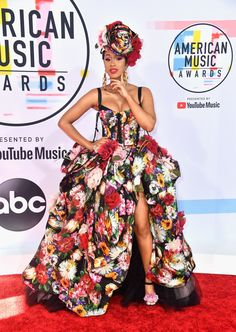 Cardi B Corset Dress - Cardi B went for a showstopping floral corset ball gown by Dolce & Gabbana at the 2018 American Music Awards. Kim Taylor, Taylor Swift, Teyana Taylor, American Music Awards, Vestido Dolce Gabbana, Angles, Cardi B Photos, Floral Gown, Taylors