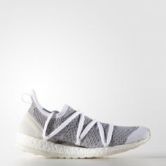 These adidas by Stella McCartney Pure Boost X shoes give an outrageously comfortable fit to all foot types. The adidas Primeknit upper incorporates a free-floating arch support under the midfoot for support and a smooth feel.