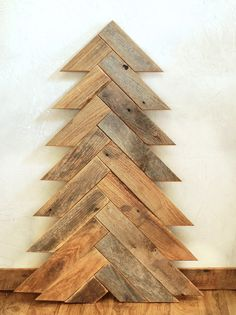Need to make this Herringbone Wood Christmas Tree with pallets