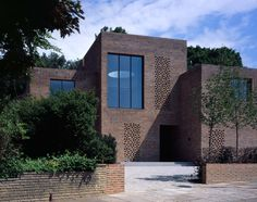 Highgate House (Carmody Groarke) in Highgate, London. The new-build replaced a large, detached Edwardian house - and lies on the edge of Highgate Woods Grand Designs Show, Grand Designs Houses, Architecture Résidentielle, Casa Patio, Brick Facade, Brick Walls, Brick Houses, Edwardian House, Brickwork