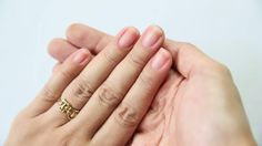 Vous n'avez pas à aller chez la manucure pour avoir des ongles lisses et en bonne santé. Pour limer vous-même vos ongles, tout ce dont vous avez besoin est d'une lime à ongles et d'une bonne méthode. Pour savoir comment procéder, suivez ces...