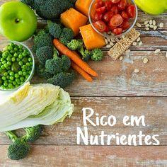"""Benefícios de comer Saladas >> Os nutricionistas recomendam que as pessoas devem seguir uma dieta variada e equilibrada, com abundância de frutas e legumes coloridos. Assim, as saladas são excelentes escolhas para uma alimentação saudável e rica em nutrientes. Para saber mais, baixe gratuitamente o ebook """"Receitas Simples e Deliciosas de Vinagretes"""" LINK: http://blogbr.diabetv.com/8-receitas-simples-e-deliciosas-de-vinagretes-ebook/"""