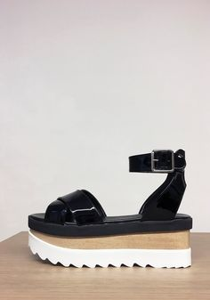 The Okobo Sue Black is a basic shoe for this season Spring-Summer 16. Made of a very light wood and microporous, giving you height without having to wear heels. #veganshoes