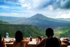 A $2 lunch with a million dollar view at Uluwatu, Bali, Indonesia. #travel #wanderlust #food