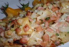 Oloupané brambory uvaříme v osolené vodě doměkka, pak scedíme a pokrájíme na kousky. Květák krátce povaříme a scedíme, pak pokrájíme na větší kousky. ...