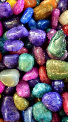 Looking for little gems? Stone Wallpaper, Photo Wallpaper, Hd Wallpaper, Crystals And Gemstones, Stones And Crystals, Stones For Jewelry Making, Rainbow Wallpaper, Collage Vintage, Beautiful Rocks