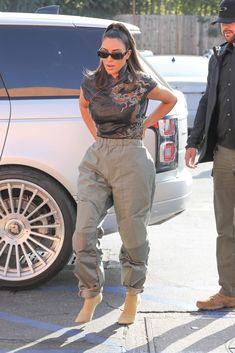 Kim Kardashian Snapchat, Kardashian Style, Kourtney Kardashian, Mode Streetwear, Streetwear Fashion, Kris Jenner Style, Kim And Kourtney, Stylish Hijab, High Fashion Outfits