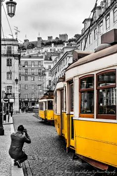 Photographer's photo :) Using black and white general and color only for tram is an artistic idea :) Insect Photography, Animal Photography, Lisbon Tram, Tramway, Bonde, 27 Years Old, Street Photo, Black And White Pictures, Homeland