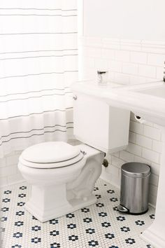 """The Most Perfect """"Undecorated"""" Home In Brooklyn #refinery29 http://www.refinery29.com/the-primary-essentials-nyc-home-tour#slide-19 You don't see many bathrooms on home-decor sites. The reason? They're not usually cute. Pattern plays a key role here, from the vanity to the subway tile to the shower curtain."""
