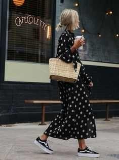 Street Style : Maxi dress and vans // street style // style .- Street Style : Maxi dress and vans // street style // style ideas // New York Street Style : Maxi dress and vans // street style // style ideas // New York – - Looks Street Style, Looks Style, Looks Cool, Look Fashion, Spring Fashion, Autumn Fashion, Trendy Fashion, Street Style Fashion, Trendy Style
