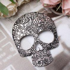 Skull brooch #skulls