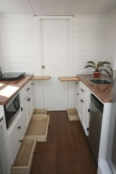 A 160 square feet tiny house on wheels in Kitty Hawk, North Carolina. Designed and built by East Coast Tiny Homes. A 160 square feet tiny house on wheels in Kitty Hawk, North Carolina. Designed and built by East Coast Tiny Homes. Tiny House Swoon, Tiny House Living, Tiny House Plans, Tiny House On Wheels, Living Room, Diy Kitchen, Kitchen Storage, Kitchen Decor, Kitchen Cabinets