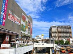 2013年9月6日(金) おはようございます!気持ちのいい青空が広がっている加古川駅前。ヤマトヤシキさん&専門店街が入るビル、外壁補修工事が進んで綺麗になりましたね~。今朝から西側壁面の足場の解体作業をされています。藤井質店も外壁の塗装&防水工事の見積もりを依頼。年内にはピカピカになる予定です☆  それでは、今日も皆様にとって良い1日になりますように(^^ 【加古川・藤井質店】http://www.pawn-fujii.jp/
