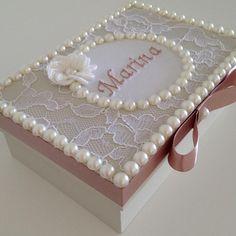 Caixa personalizada para presentear madrinhas de casamento #madrinha #casamentos #presentesperso - ginaribeiros