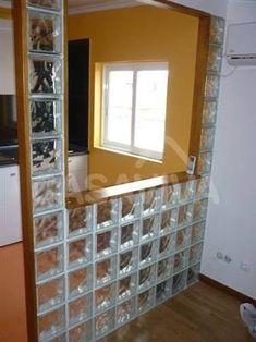 Resultado de imagem para casas de banho com tijolos de vidro