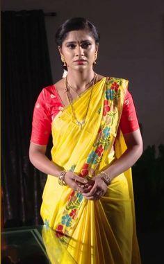 Indian Actress Hot Pics, Beautiful Indian Actress, Beautiful Ladies, Beautiful Actresses, Amala Paul Hot, Glam Photoshoot, Glamorous Makeup, Saree Models, Indian Teen