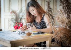 girl working from his home office