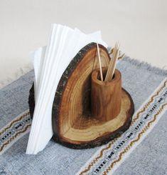 Rustic Oak Wood Napkin Holder, Wooden Napkin Stand and Toothpick Holder, Wood Napkin Holder, Country Decor, Log Cabin Kitchen - Deko İdeen - Rustic Napkin Holders, Rustic Napkins, Country Decor, Rustic Decor, Rustic Wood, Western Decor, Deco Originale, Wood Slices, Wooden Crafts