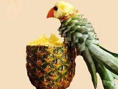 Pineapple bird (via@SylviaCopeland)