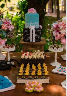 Como gastei menos de 5 mil reais no casamento dos meus sonhos! Buffet, Table Decorations, Cakes, Weddings, Wedding Budgeting, Wedding Table, Marriage Pictures, Wedding Things, Wedding Script