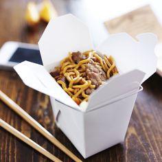Ons favoriete maaltje als je in 10 minuutjes wat lekkers op tafel wil zetten: noodles met biefstuk & rode peper. Maak het pepertje schoon, verwijder de zaadlijsten als je niet van té pittig houdt, en snijd fijn. Snijd de ui en knoflook fijn. Verhit de wokolie in een wok en bak de ui, knoflook en pepertjes […]