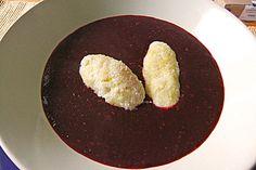 Friesische Holundersuppe mit Grießklößen, ein beliebtes Rezept aus der Kategorie Süßspeisen. Bewertungen: 38. Durchschnitt: Ø 4,4.