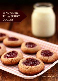 Grain-free Strawberry Thumbprint Cookies #food #paleo #grainfree #glutenfree #dessert #snacks #cookies #strawberry