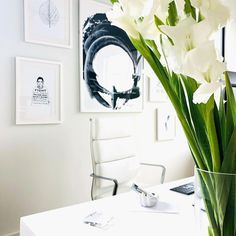 Bright, white, and just right. Love this space from @rocketfuelchaos! Featuring the SOHO Pro Soft Pad Tall Back chair from Laura. Home Office Space, Office Spaces, Modern Home Offices, Minimalist Office, White Chairs, Cool Chairs, Office Chairs, Chair Design, Soho