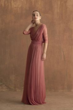 Long dress in silk tulle, cross a V-neck on the back, three quarter length sleeves and gathered fabric at the waist. The dress comes with a satin belt in a matching tone. Ready-to-wear with an artisanal touch, crafted in Barcelona. Bridesmaid Dresses, Prom Dresses, Formal Dresses, Wedding Dresses, Dress Vestidos, Long Dresses, Chiffon Dresses, Fall Dresses, The Dress