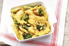 Kijk wat een lekker recept ik heb gevonden op Allerhande! Penne met broccoli en kaas uit de oven