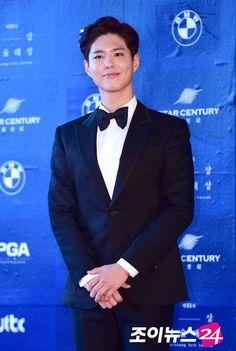 170704 '도깨비'X'윤식당', 상반기 최고작 등극… tvN 독식 _ 올 상반기 최고의 남자 배우 1위는 공유(39.6%), 여자 배우는 김고은(24.5%)이 차지했다. 공유에 이어 박보검이 31.0%로 2위에 올랐으며, 3위는 김수현(12.8%)이 차지했다. 여배우는 '힘쎈여자 도봉순'으로 활약을 펼친 박보영(24.3%)과 '푸른 바다의 전설' 전지현(20.9%)이 각각 후순위를 기록했다.