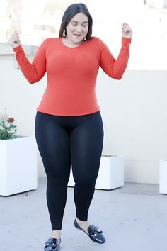 Wondering why more and more women love these high-waisted leggings? A wardrobe essential perfect for every outfit Instant waist & tummy control Comfy, breathable and opaque women men shoes heels slippers sandals slip-ons Cute Comfy Outfits, Sporty Outfits, Curvy Outfits, Plus Size Outfits, Trendy Outfits, Girl Outfits, Bleach Tie Dye, Girl Fashion, Fashion Outfits