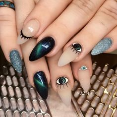 The advantage of the gel is that it allows you to enjoy your French manicure for a long time. There are four different ways to make a French manicure on gel nails. Dream Nails, Love Nails, Pink Nails, Pretty Nails, Nail Design Stiletto, Nail Design Glitter, Halloween Acrylic Nails, Cute Acrylic Nails, Evil Eye Nails
