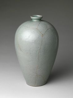 Maebyeong with decoration of lotus flowers, Goryeo dynasty (918–1392), late 11th–early 12th century. Korea. Stoneware with carved and incised design under celadon glaze; H. 13 3/4 in. (34.9 cm); Diam. 8 7/8 in. (22.5 cm). The Metropolitan Museum of Art, New York, Fletcher Fund, 1927 (27.119.1) © 2000–2015 The Metropolitan Museum of Art.