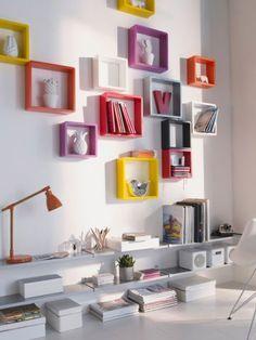 Des cubes colorés pour mettre en valeur vos objets préférés