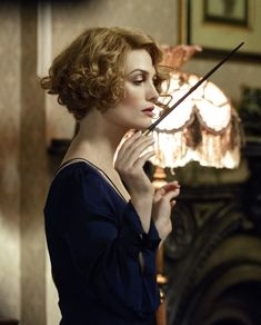 """the-garden-of-delights:""""Alison Sudol as Queenie Goldstein in Fantastic Beasts and Where to Find Them [x]"""" Alison Sudol, Cute Short Curly Hairstyles, Vintage Hairstyles, Curly Hair Styles, Fantastic Beasts Movie, Fantastic Beasts And Where, Queenie Fantastic Beasts, Harry Potter Universal, Harry Potter World"""