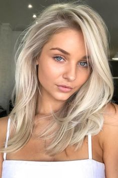Hair The 10 Best Hair Toners to Fix Yellow Hair Hair Shades – Ombre – Balayage Brassy Hair, Mid Length Hair, Hair Length Chart, Balayage Hair, Platinum Blonde Balayage, Platinum Blonde Highlights, Platinum Blonde Hairstyles, Platinum Blonde Toner, Haircolor