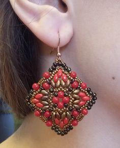 Kalindi - e superduo, perle da 4 mm, o-beads. Seed Bead Earrings, Beaded Earrings, Beaded Jewelry, Handmade Jewelry, Beaded Bracelets, Jewelry Box, O Beads, Twin Beads, Diy Photo