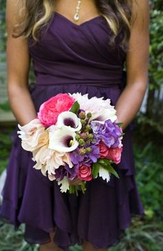 purple bridesmaid dress and beautiful bouquet Wedding Wishes, Wedding Bells, Our Wedding, Dream Wedding, Garden Wedding, Wedding Pins, Wedding Bouquets, Wedding Flowers, Wedding Dresses