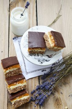 Discover recipes, home ideas, style inspiration and other ideas to try. Chocolate Biscuit Cake, Romanian Desserts, Food Wishes, Sugar Rush, Sweet Cakes, Food Design, Oreo, Sweet Treats, Caramel