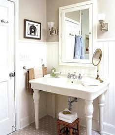 Vintage Bathroom on This Old House: towel bar instead of ring Vintage Sink, Vintage Industrial, Vintage Style, Vintage Inspired, Vintage Décor, Vintage Party, Vintage Ideas, Bad Inspiration, Bathroom Inspiration