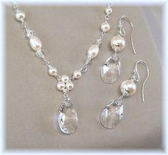 Blanco perla y collar de cristal y pendiente por BridalDiamantes