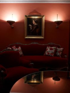 Hotel Costes room covered in Braquenié Beauvais embroidery ! It's all about reds...