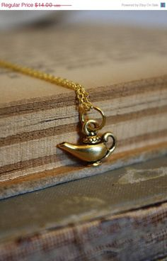 Aladdin& Lamp Necklace by spacepearls on Etsy Cute Jewelry, Jewelry Box, Jewelry Accessories, Jewlery, Pandora Jewelry, Jewelry Necklaces, Pandora Bracelets, Silver Jewellery, Fashion Accessories