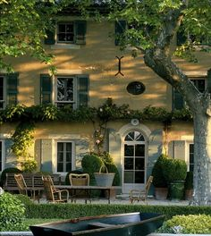 This is a summer dream house - love the soft yellow exterior. Some cottage! Outdoor Spaces, Outdoor Living, Beautiful Homes, Beautiful Places, Beautiful Dream, Absolutely Gorgeous, Haus Am See, French Countryside, Curb Appeal