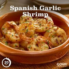 Spanish Garlic Shrimp Feast your eyes on this authentic tapas dish. Freshly cooked shrimp are seasoned with sharp minced garlic, spicy red pepper flakes, bright lemon juice, smoky paprika and cooling parsley. Tapas Recipes, Fish Recipes, Seafood Recipes, Mexican Food Recipes, Cooking Recipes, Healthy Recipes, Cheese Recipes, Spanish Dishes, Spanish Tapas