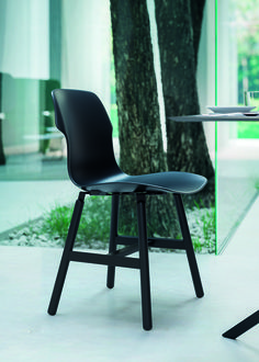 Contemporary chair / upholstered / painted metal / polypropylene - STEREO by Luca Nichetto - CASAMANIA Plastic Chair Design, Metal Dining Chairs, Dining Room, Contemporary Chairs, Metal Structure, Italian Furniture, Metallic Paint, Upholstered Chairs, Interior Design