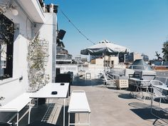 8 Reasons why Spring is the Best Season to Visit Thessaloniki - Rooftop bar in Thessaloniki Estás en el lugar correcto para healthy meal prep Aquí presentamos hea - How To Bayalage Hair, Best Seasons, Outdoor Cafe, Rooftop Bar, Like A Local, Thessaloniki, During The Summer, Greek Islands, Day Trips